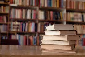 📚 Дивиться скільки тут книг!